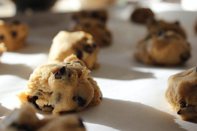 Bułeczki maślane z kawałkami czekolady
